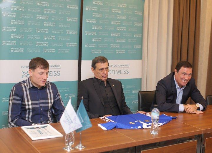PERFORMANȚĂ RĂSPLĂTITĂ. Vladimir Ambros a primit un voucher în valoare de 100.000 de lei (FOTO)