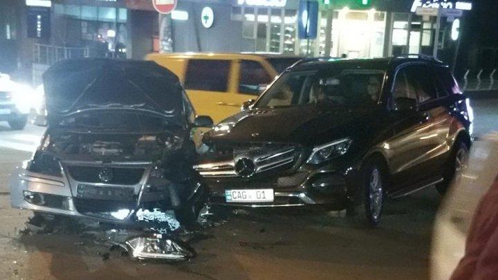 ACCIDENT GRAV în cartierul Telecentru al Capitalei. Două maşini s-au lovit violent. Ce spun martorii
