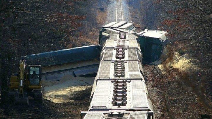 Accident feroviar grav. Cel puţin 32 de persoane au murit, după ce un tren de marfă a deraiat