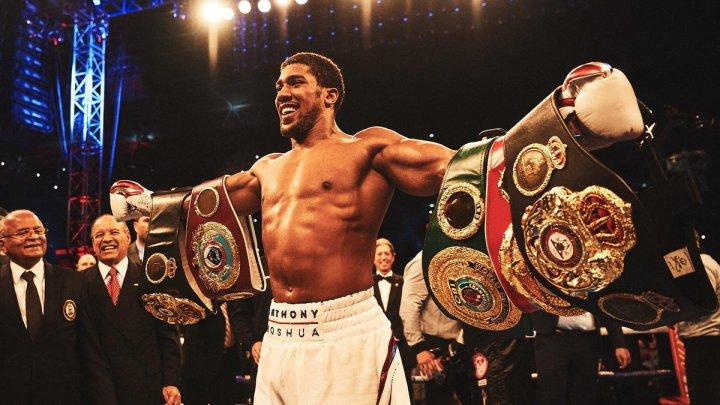 Boxerul Anthony Joshua a renunţat la LUX. Locuieşte într-un apartament modest, chiar dacă a câştigat milioane de lire sterline pe parcursul carierei