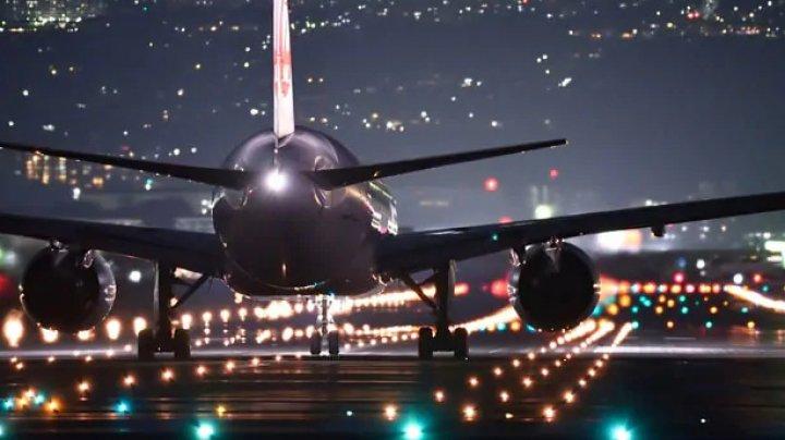 PANICĂ pe aeroport. Un avion, cu 100 de pasageri la bord, A LUAT FOC (VIDEO)