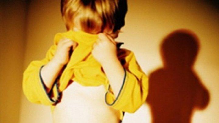 Mai mulţi minori obligaţi să întreţină relaţii sexuale care erau filmate si difuzate LIVE. Poliţia investighează cazul