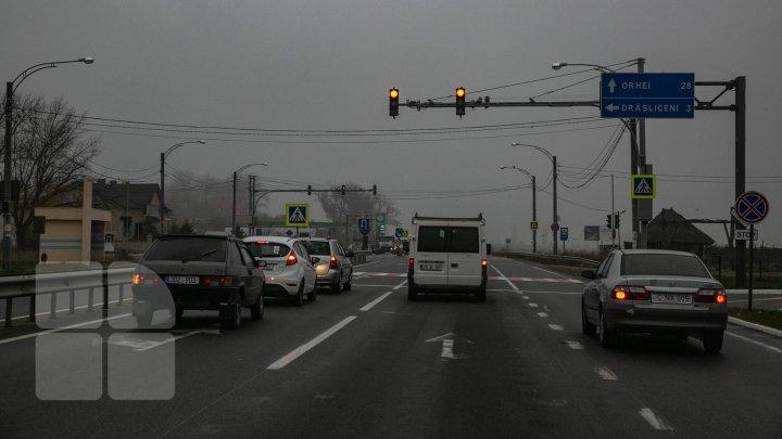 Chişinăul, SUFOCAT de ambuteiaje. MOTIVUL pentru care traficul este dat peste cap. Mii de şoferi, AMENDAŢI în doar 2 luni