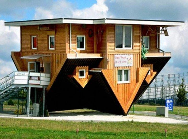 AI LOCUI ÎN ELE? 13 case ieșite din comun cu o arhitectură specială și dotări neobișnuite (IMAGINILE TE LASĂ FĂRĂ CUVINTE)