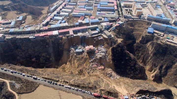 Două clădiri S-AU PRĂBUŞIT în urma unei alunecări de teren în China: Sunt morţi şi oameni daţi dispăruţi (VIDEO)