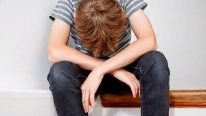 Un băieţel de numai 12 ani S-A SINUCIS din cauza batjocoririi colegilor. Ce spun părinţii lui