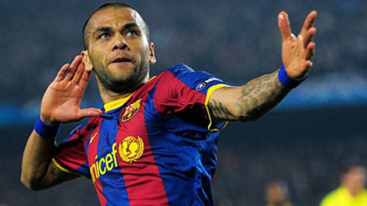 Fundaşul Dani Alves îşi prelungeşte contractul cu Paris Saint-Germain