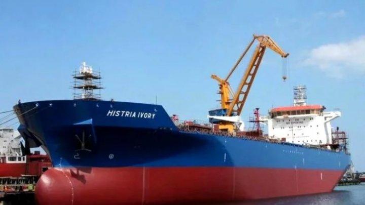 Trei marinari români au fost răpiţi în Africa. Nava pe care se aflau a fost atacată de PIRAŢI