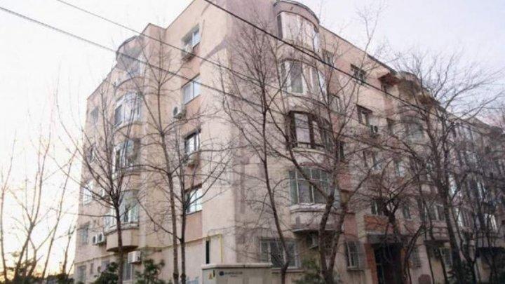 Un pedofil a atacat o minoră în blocul unde aceasta locuia. Bărbatul a alergat GOL după ea