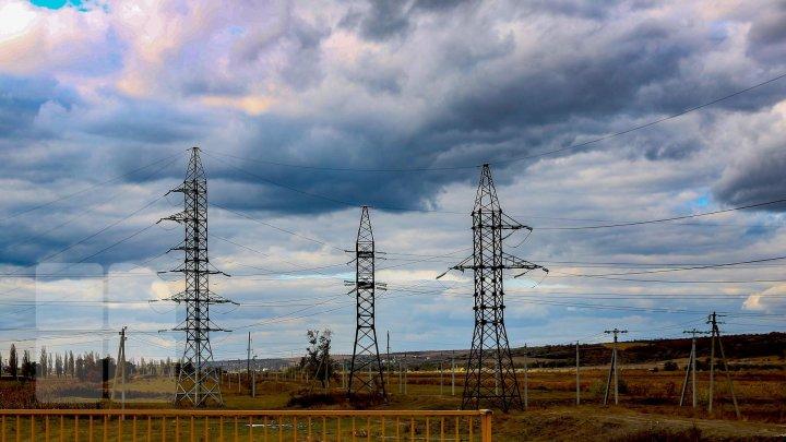 Vântul puternic a lăsat fără lumină 51 de localităţi