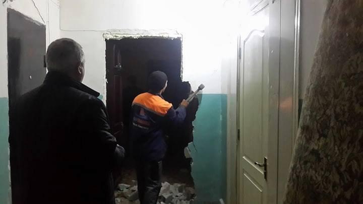 Ce a păţit un bărbat din Capitală care și-a construit ilegal un coridor în blocul în care locuiește (FPOTO)