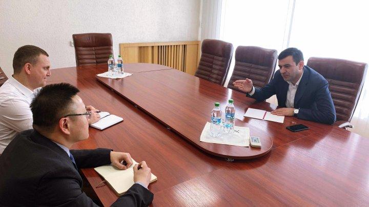 Reprezentanţii companiei Huawei interesaţi de modelul parcului IT din Republica Moldova