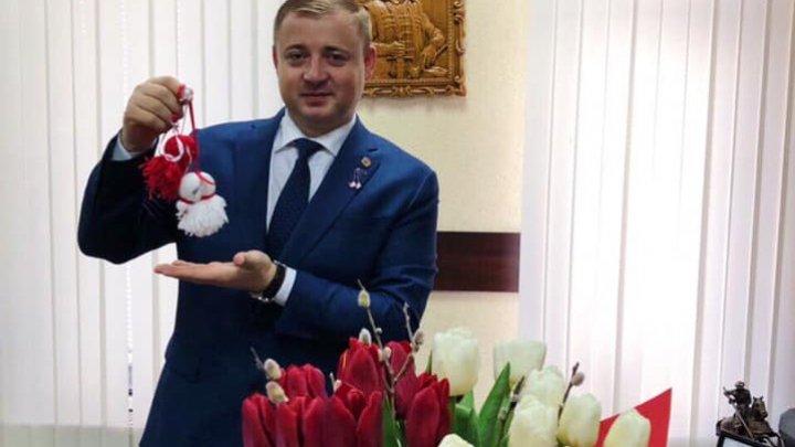 Şeful adjunct al IGP, Gheorghe Cavcaliuc îndeamnă oamenii să împartă mărțișoare, dispoziție bună și emoții pozitive