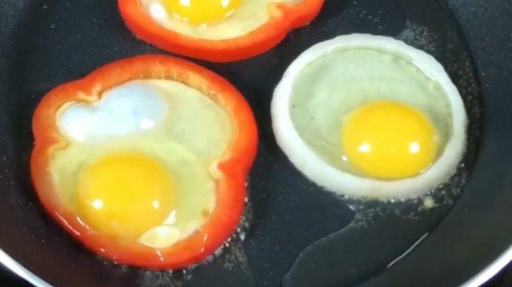 Eşti în pană de idei? Iată cum să gătești corect ouăle pentru micul dejun (VIDEO)