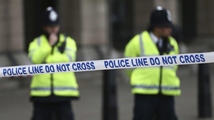 ALERTĂ la Londra. Pachete cu dispozitive explozive improvizate, descoperite în două aeroporturi
