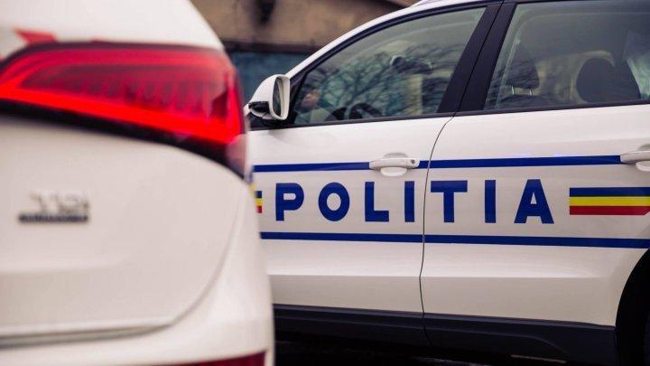 CULMEA NESIMȚIRII. Doi bărbaţi au bătut un taximetrist, iar unul dintre ei a fugit cu maşina