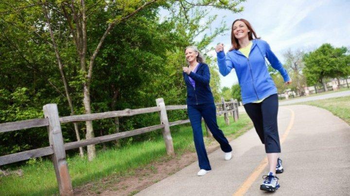 STUDIU: Mersul pe jos sau grădinăritul timp de 10 minute pe săptămână poate reduce riscul de deces