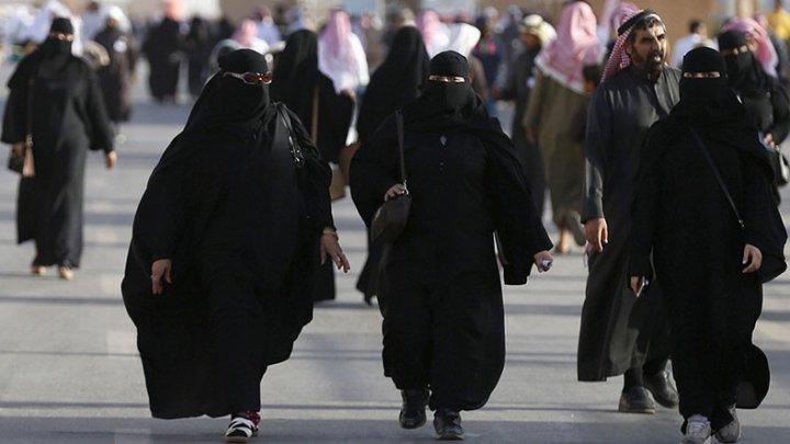Google refuză să elimine din Play Store aplicaţia care permite bărbaţilor saudi să-şi URMĂREASCĂ consoartele