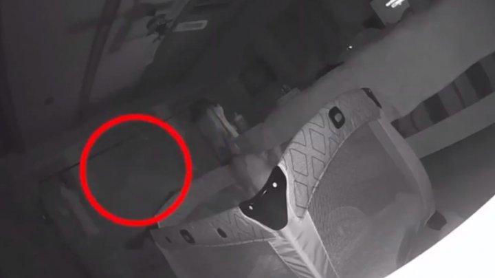 Au văzut zgârieturi pe faţa micuţului lor şi au instalat o cameră video. Descoperirile i-au făcut să FUGĂ DIN CASĂ (VIDEO)