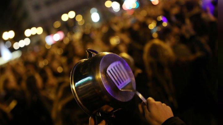 UN ALTFEL de 8 MARTIE! Au protestat în zgomot de oale şi tigăi, în Spania, de Ziua Internaţională a Femeii (FOTO)