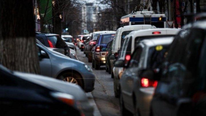 InfoTrafic: Flux majorat de transport în mai multe sectoare din Capitală