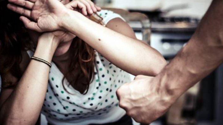 Statistici privind violenţa în familie din Moldova: Timp de doi ani, au fost emise 6.000 de ordine de restricţie pentru BĂRBAŢI