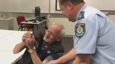 Un boschetar şi-a recuperat animalul de companie, UN ŞOBOLAN, cu ajutorul POLIŢIEI