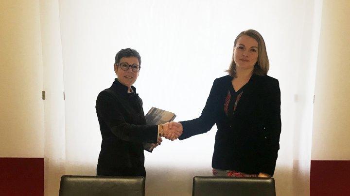 Guvernul Republicii Moldova şi Consiliul Federal Elveţian au semnat un acord privind serviciile aeriene regulate
