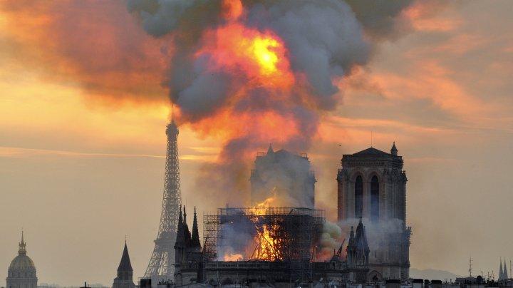 A fost dezvăluită cauza INCENDIULUI DE LA NOTRE-DAME. Ce a declanşat focul DEVASTATOR