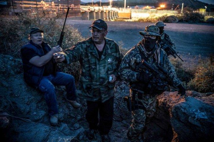 Extremiştii din SUA au luat ostatici peste 700 de imigranţi la graniţa cu Mexic. A fost necesară intervenţia FBI (VIDEO)