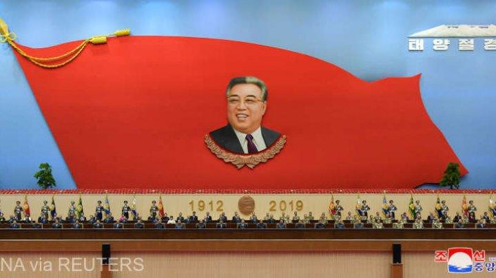 Ziua Soarelui la Phenian: Nord-coreenii şi-au omagiat liderii