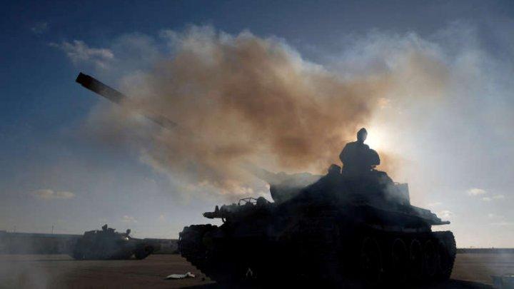 Raiduri aeriene nocturne au fost desfăşurate deasupra capitalei libiene, Tripoli