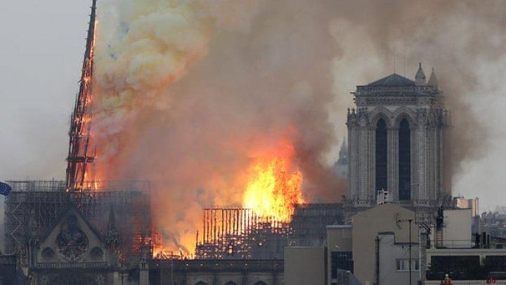 Imagini LIVE cu INCENDIUL de la Catedrala Notre-Dame de Paris