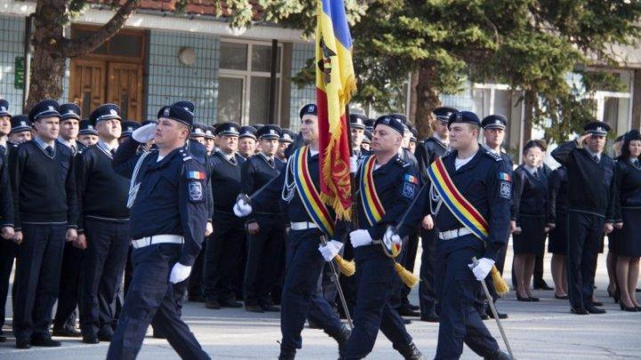 Poliţiştii de frontieră au marcat Ziua Drapelului de Stat al Republicii Moldova (FOTO)