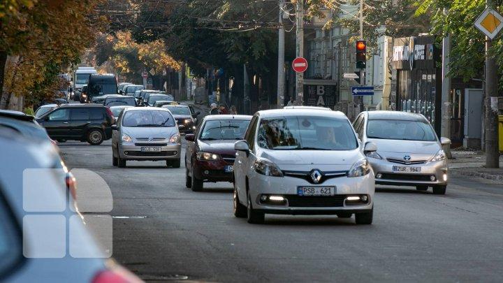 FĂRĂ maşini în centrul Capitalei, PENTRU O ZI. Primăria cere părerea locuitorilor