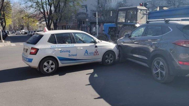 ACCIDENT cu implicarea unei mașini de la ȘCOALA AUTO. La volan se afla o elevă (FOTO)