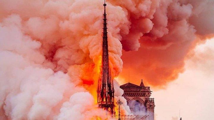A fost lansat un concurs internaţional de arhitectură pentru reconstrucţia fleşei distruse a Catedralei Notre-Dame