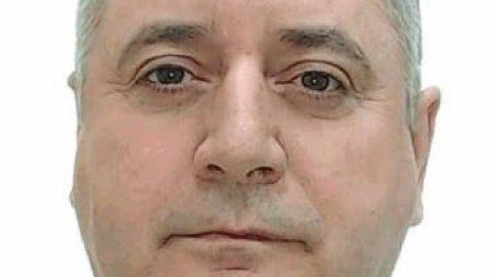 Dacă îl cunoşti, anunţă imediat poliţia. Bărbatul din imagine este suspectat de escrocherie (FOTO)