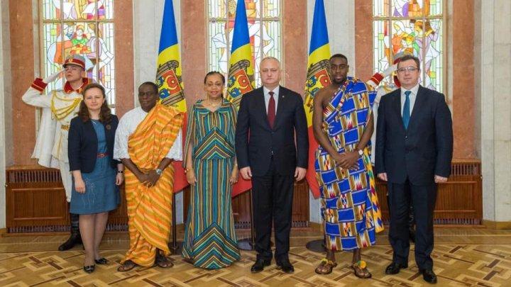 Dodon a primit scrisorile de acreditare a patru ambasadori