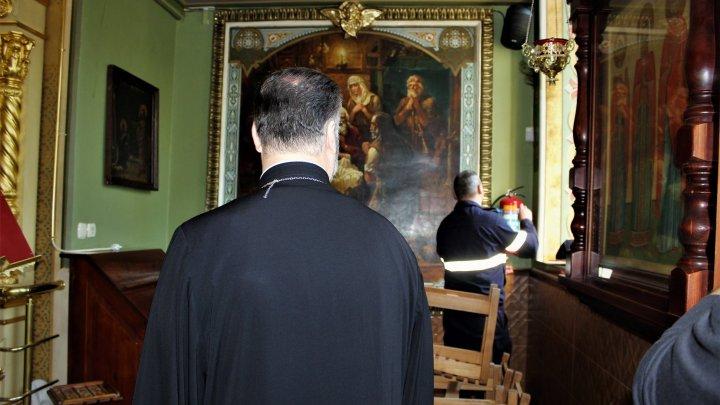 Bisericile, pregătite minuțios pentru Noaptea Învierii. Pompierii verificată dacă sunt dotate cu sisteme antiincendiu (FOTO)