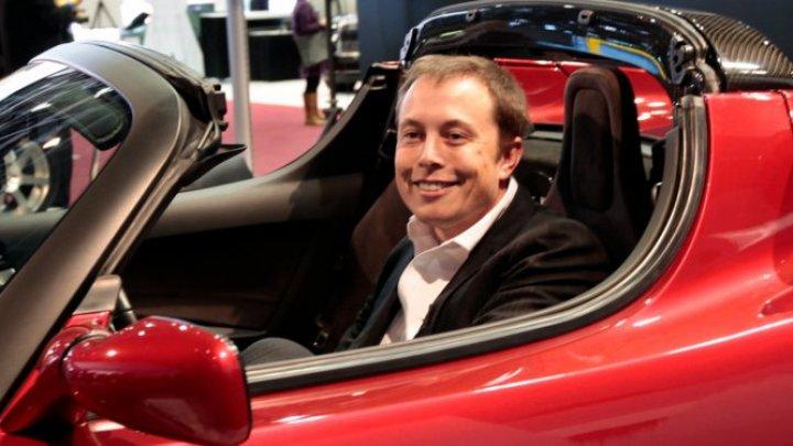Un şef de fond de investiţii: Compania Tesla ar fi aproape de FALIMENT