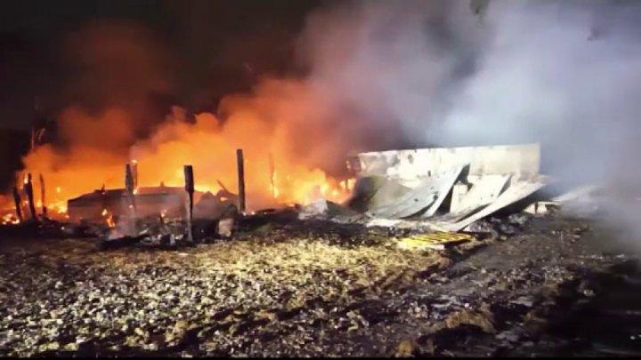 Douăzeci de familii au fost nevoite să-şi părăsească locuinţele, după ce un tren care transporta combustibil A LUAT foc în Mexic