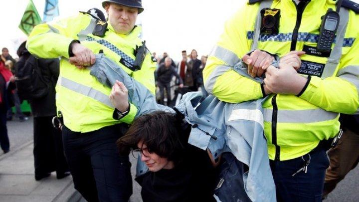 Bilanţul poliţiei londoneze: Arestul activiştilor pentru protecţia mediului a crescut