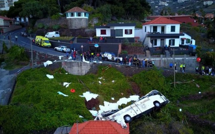ACCIDENT GRAV în Portugalia: 29 de morţi, după ce un autobuz s-a răsturnat într-o râpă, peste o casă (FOTO)