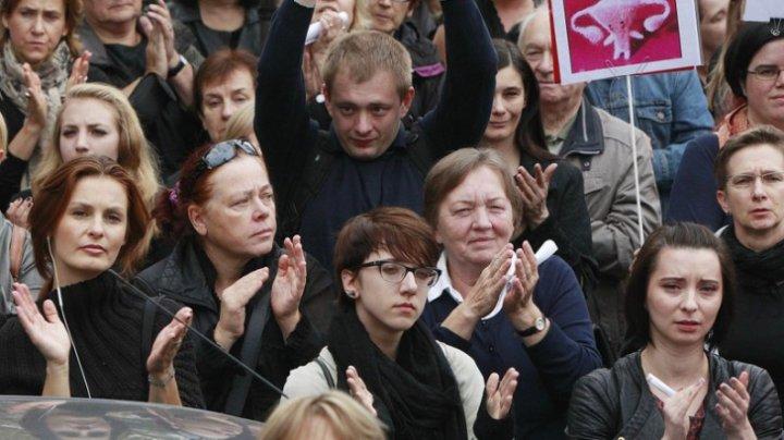 Grevă şi protest de stradă în Polonia. Profesorii cer salarii mai mari