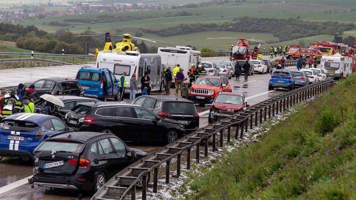 IMAGINI CARE ÎŢI TAIE RESPIRAŢIA, în urma unui GRAV ACCIDENT cu implicarea a 50 de maşini în Germania: Sunt VICTIME