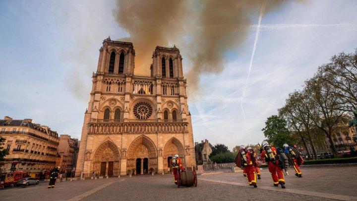 Incendiu la Notre-Dame din Paris. Pompierii au anunțat că focul a fost stins complet