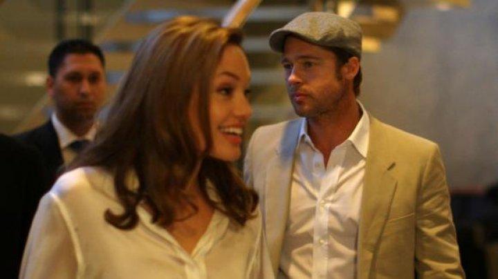 Angelina Jolie şi Brad Pitt au fost declarați oficial din nou singuri