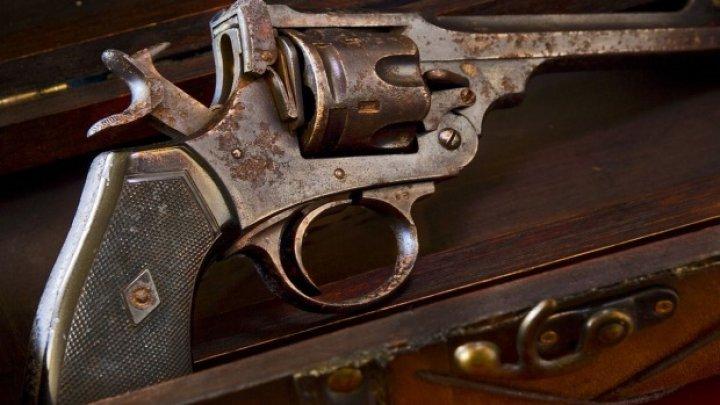 Arma cu care s-a sinucis pictorul Vincent van Gogh va fi scoasă la licitație. Este cea mai faimoasă din lume