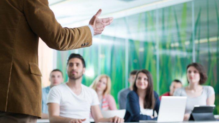 Clasa viitorului. Anual, o mie de profesori vor fi instruiți în domeniul IT